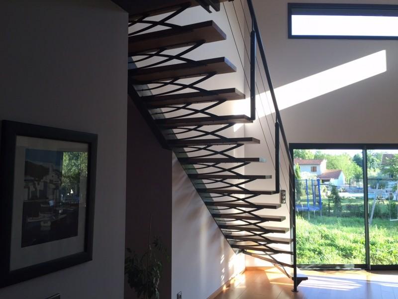 Escalier limon déporté, garde-corps fil tendu inox