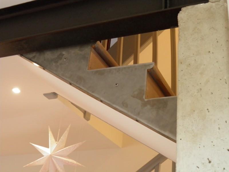 Habillage métallique du limon d'escalier