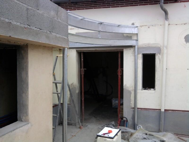 Structure pour cloison en briques de verre